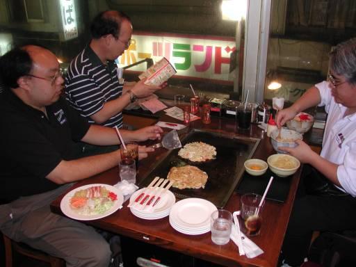 http://2.bp.blogspot.com/-Vc30UA1wK0Q/TVuP_WCyY1I/AAAAAAAAAMU/0Zr2obtpboo/s1600/0482-Okonomiyaki.jpg