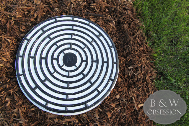Black-and-White-Stepping-Stone-Maze-Sewer-Grate-DIY