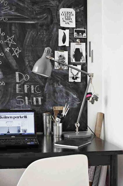 Recykling na biurku, metalowa puszka do przyborów biurowych