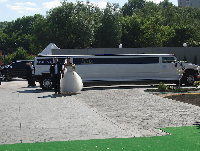 Лімо Хаммер на українському весіллі