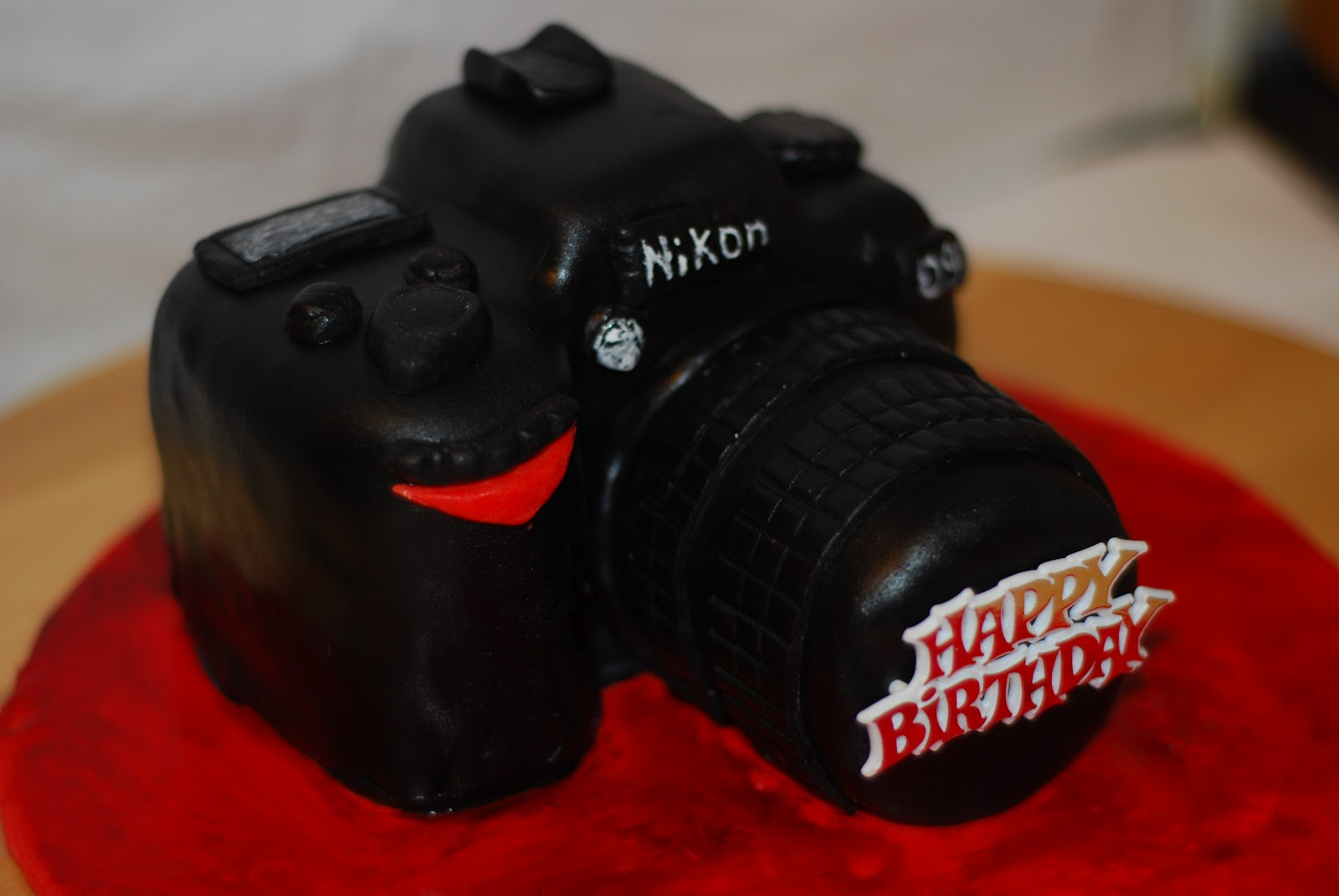 Nikon Camera Cake Images : Bitter-Sweet Bakery: Nikon D90 Camera Cake (White ...