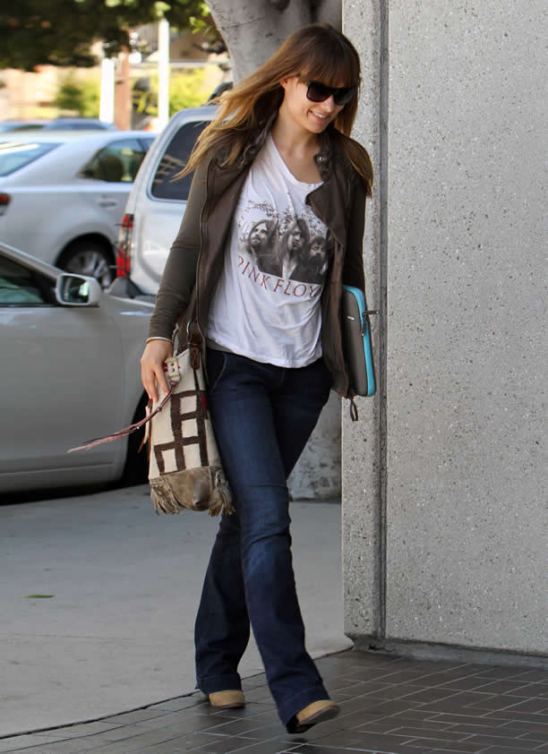 Olivia S Street Style Olivia Wilde Is A Natural Beauty With Her