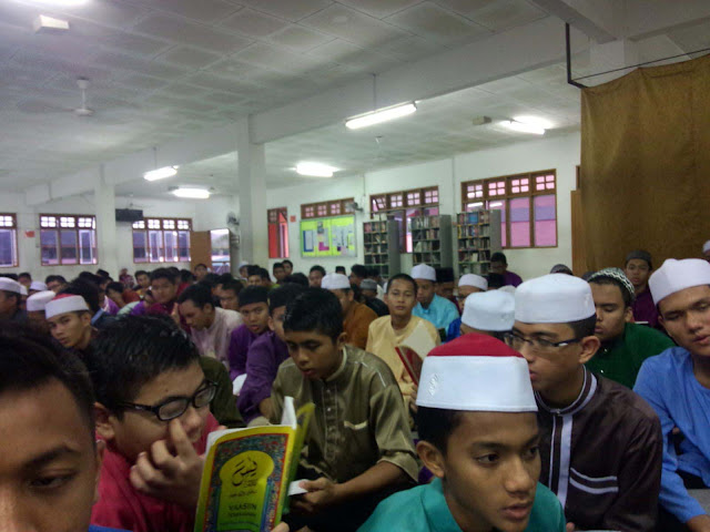 Majlis bacaan yasin dan solat hajat di Surau Diri Jumaat Maahad Al Ummah, Chemor, Perak.