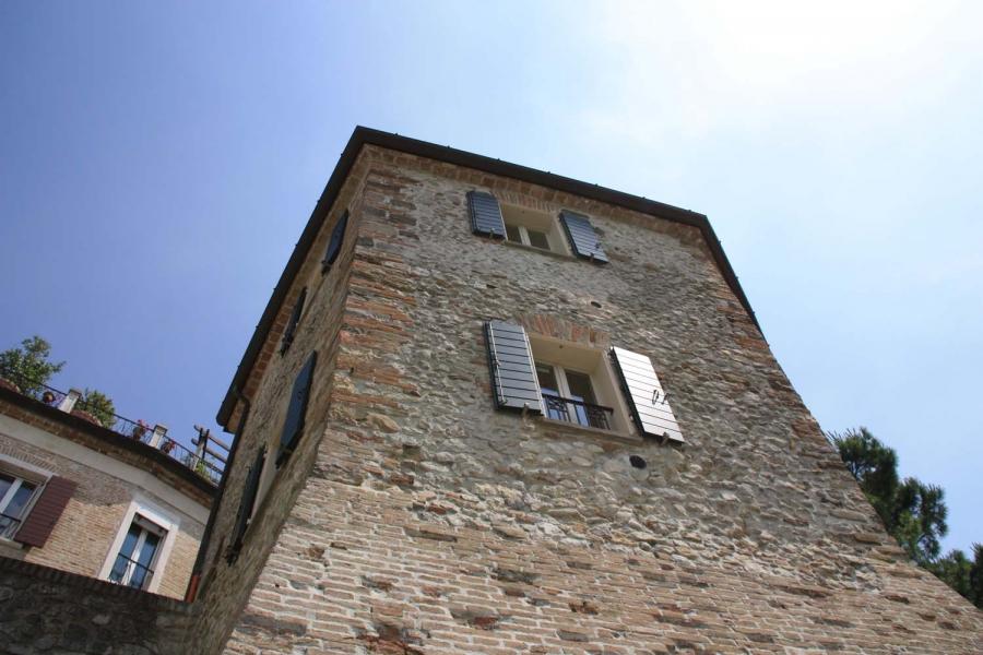 Le amiche della sposa una torre da sogno la rosa d 39 oro resort for Piani camera a castello