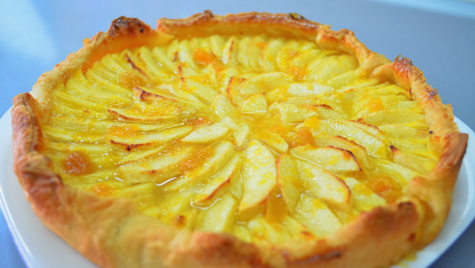 Tarta de manzana con base hojaldre y crema pastelera