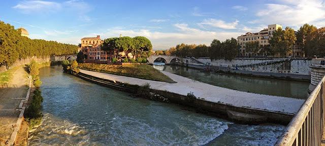 Point de vue sur le Tibre et l'île Tibérine à Rome