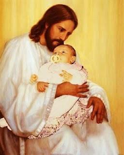 Letícia comemorando 2 meses no colo de Jesus