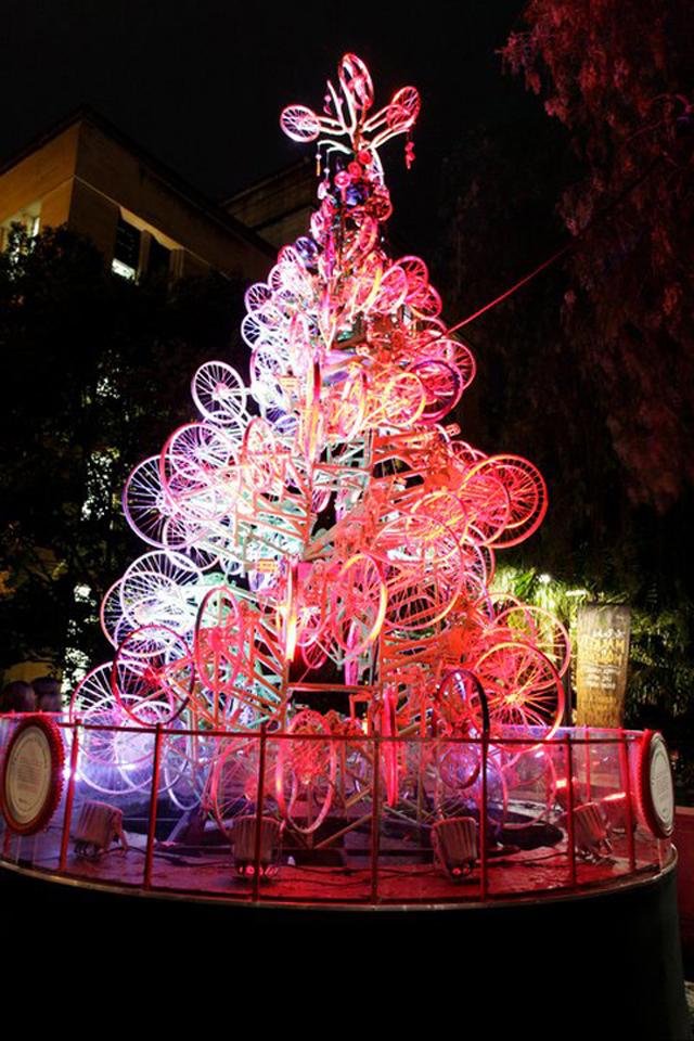 Árvore de Natal usa peças de 100 bicicletas recicladas