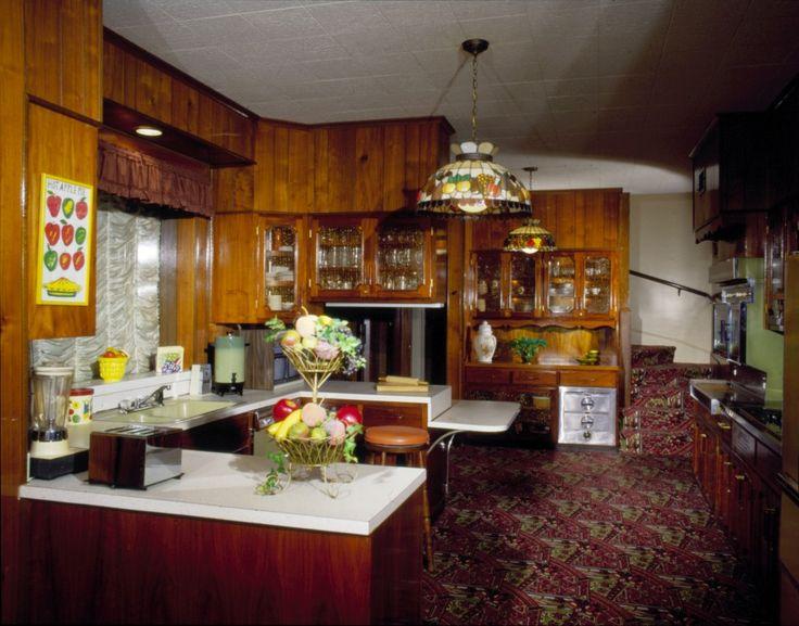 Crazy Shenanigans: Graceland: Dining Room & Kitchen