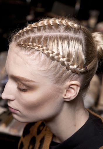 Сплетена руса коса