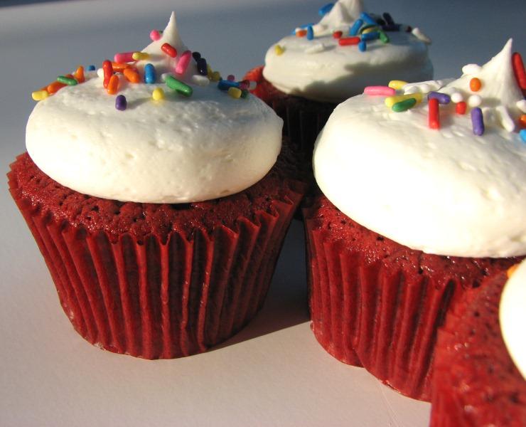 Heidi Bakes: Copycat recipe of Sprinkles Red Velvet Cupcakes