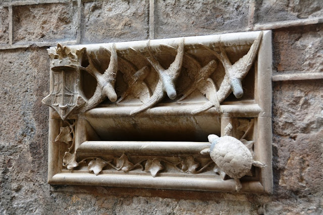 Barri Gotic Barcelona swallow and turtle letter box