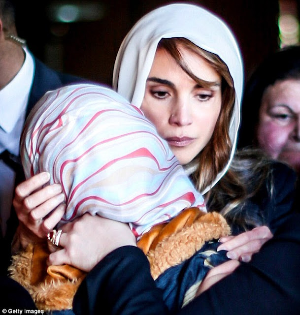 Queen Rania Of Jordan Gives Condolences To Family Of Jordanian Pilot Muath Al Kasasbeh