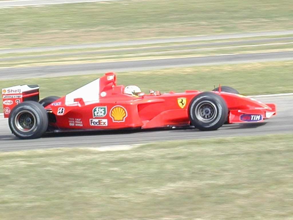 http://2.bp.blogspot.com/-VfmeJNt5xnE/TrZF0_tzcUI/AAAAAAAAYVE/7RxS--BrY-s/s1600/farmula+1+new+cars+race1.jpg