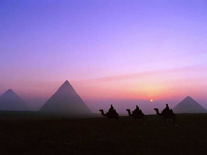 Pirâmides do Egito ;