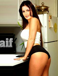 http://2.bp.blogspot.com/-Vfon3TzmPBI/VH4PQW5e-HI/AAAAAAAAMps/2vBztZecN6g/s1600/katrina-kaif-hot-kiss-1.jpg