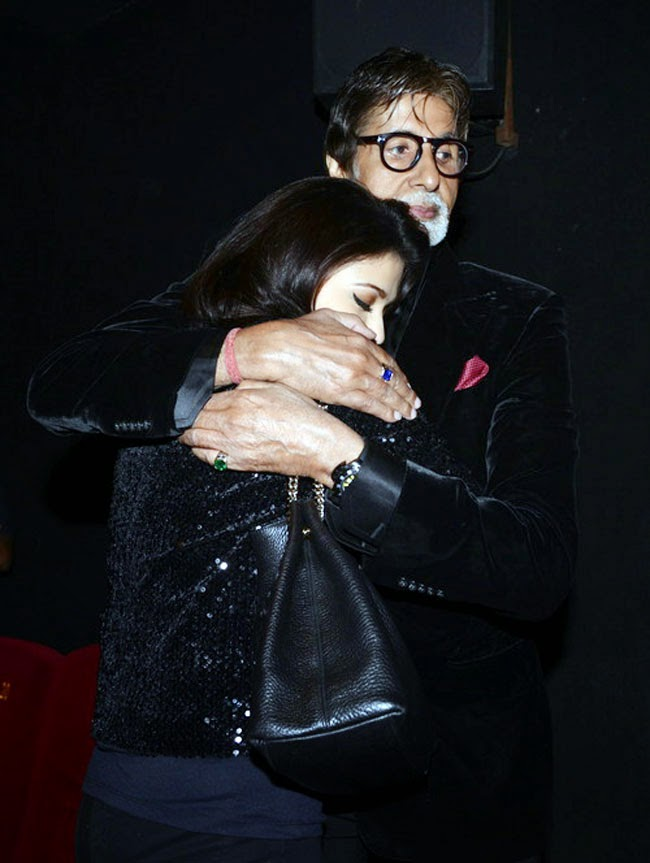 Aishwarya Rai Bachchan with Amitabh Bachchan after Screening Shamitabh