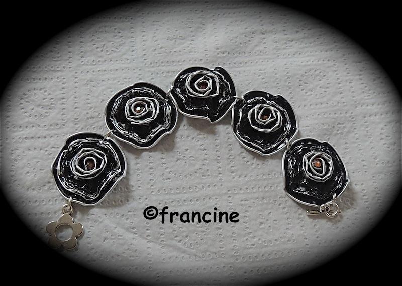 francine bricole les capsules nespresso ondulent et se transforment en bracelets boucles d. Black Bedroom Furniture Sets. Home Design Ideas