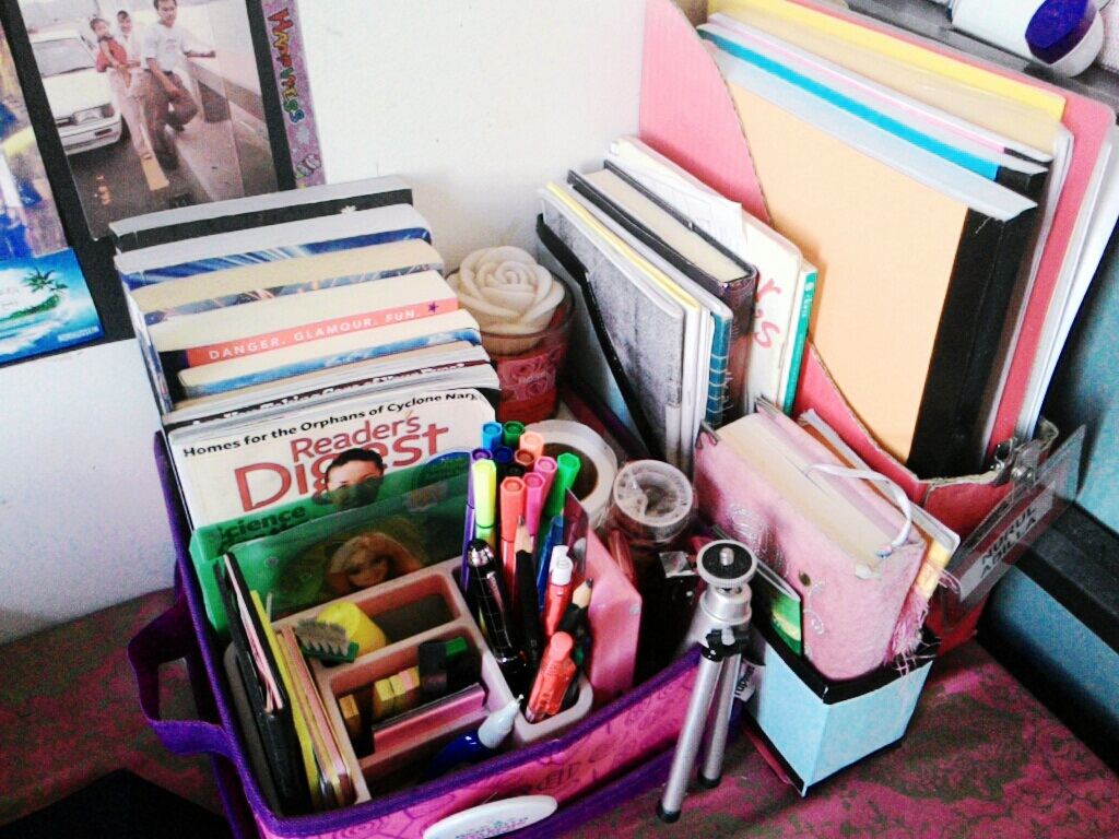 Make recycled cereal box book holders lala rahim malaysia blogger due to the cereal box has a really soft board so i secure it in between like on the picture so that it wont fall do it yourself solutioingenieria Image collections