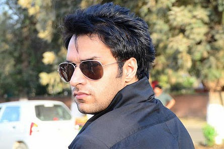 Shaleen Malhotra HD Wallpapers Free Download