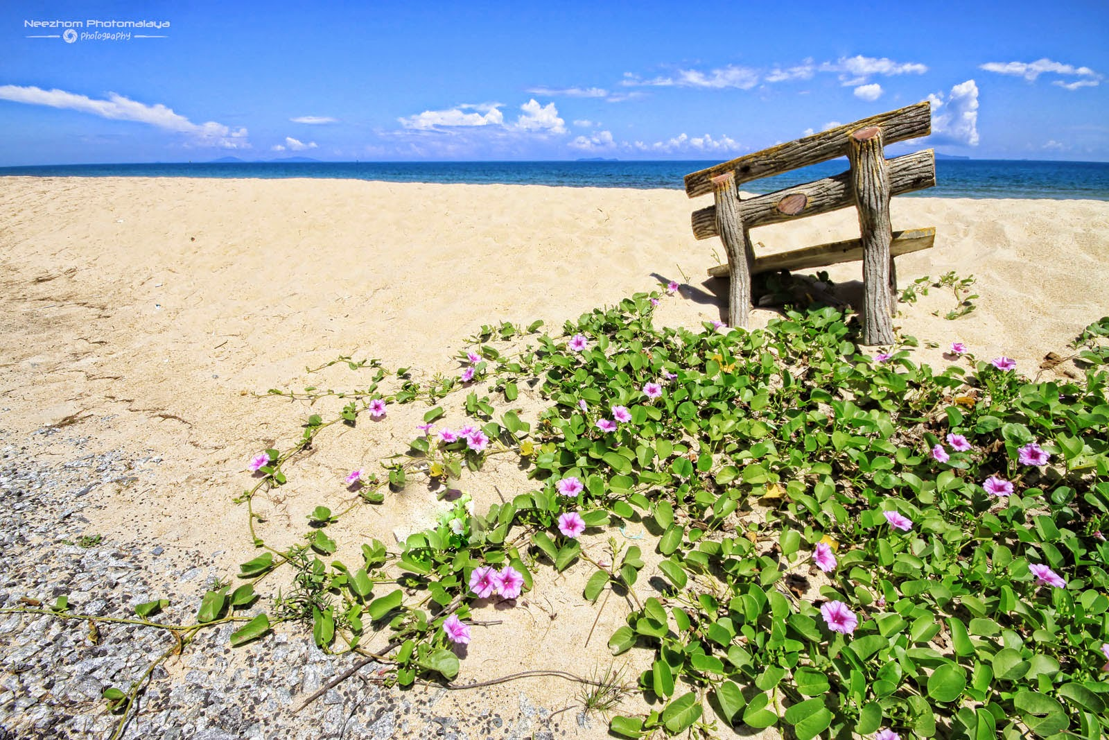 Kerusi rehat di pantai Rhu Sepuluh