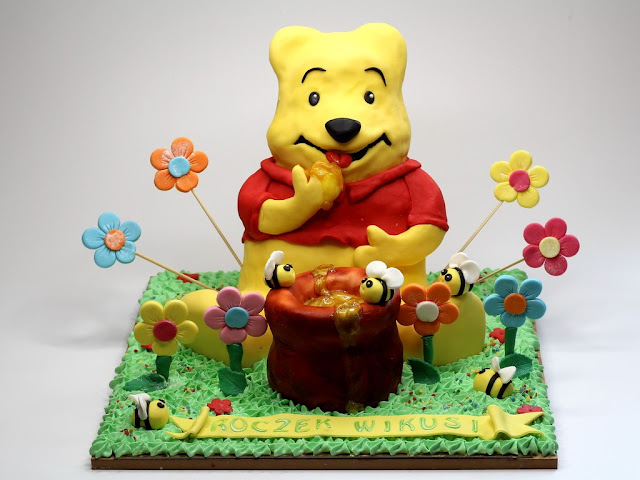 Winnie the Pooh 3D Birthday Cake - London Cakes