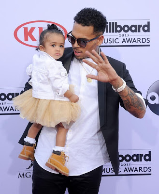 Chris Brown fights back haters, says he's a good Dad