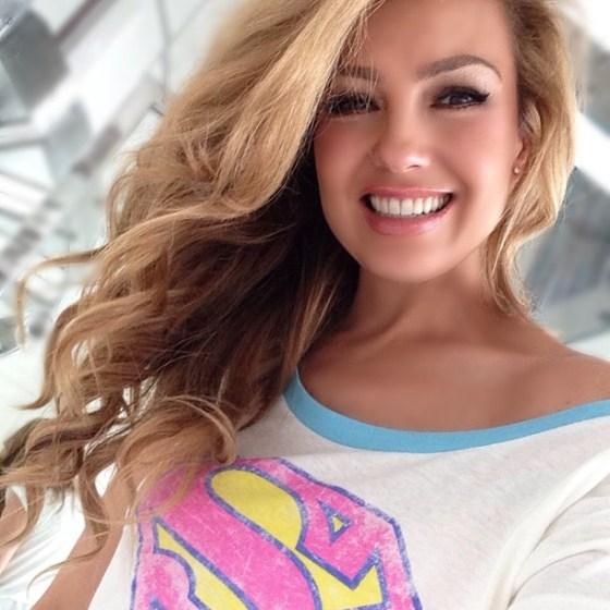 ... cantante thalía la artista tiene 42 años y dos hijos y se ve mejor