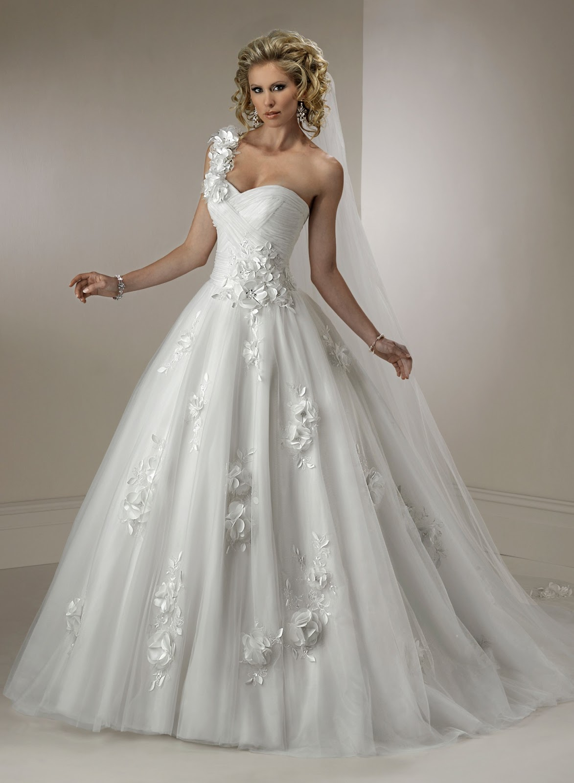 wedding dresses cold climates: Wedding Dresses Online