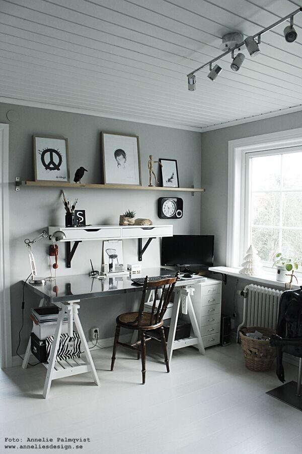 arbetsrum, hemmakontor, arbetsrummet, home office, annelies design & Interior, svart och vitt, svartvit, svartvita, poster, posters, kontor, tavla, tavlor, konsttryck, inredning, webbutik, webbutiker, webshop, detlajer, hylla, skrivbord, bänkskiva, bänkskivor,inspiration, home office, anneliesdesign, nettbutikk, nettbutikker, plakater, peace, vykort, svartvita kort med siffror och bokstäver,