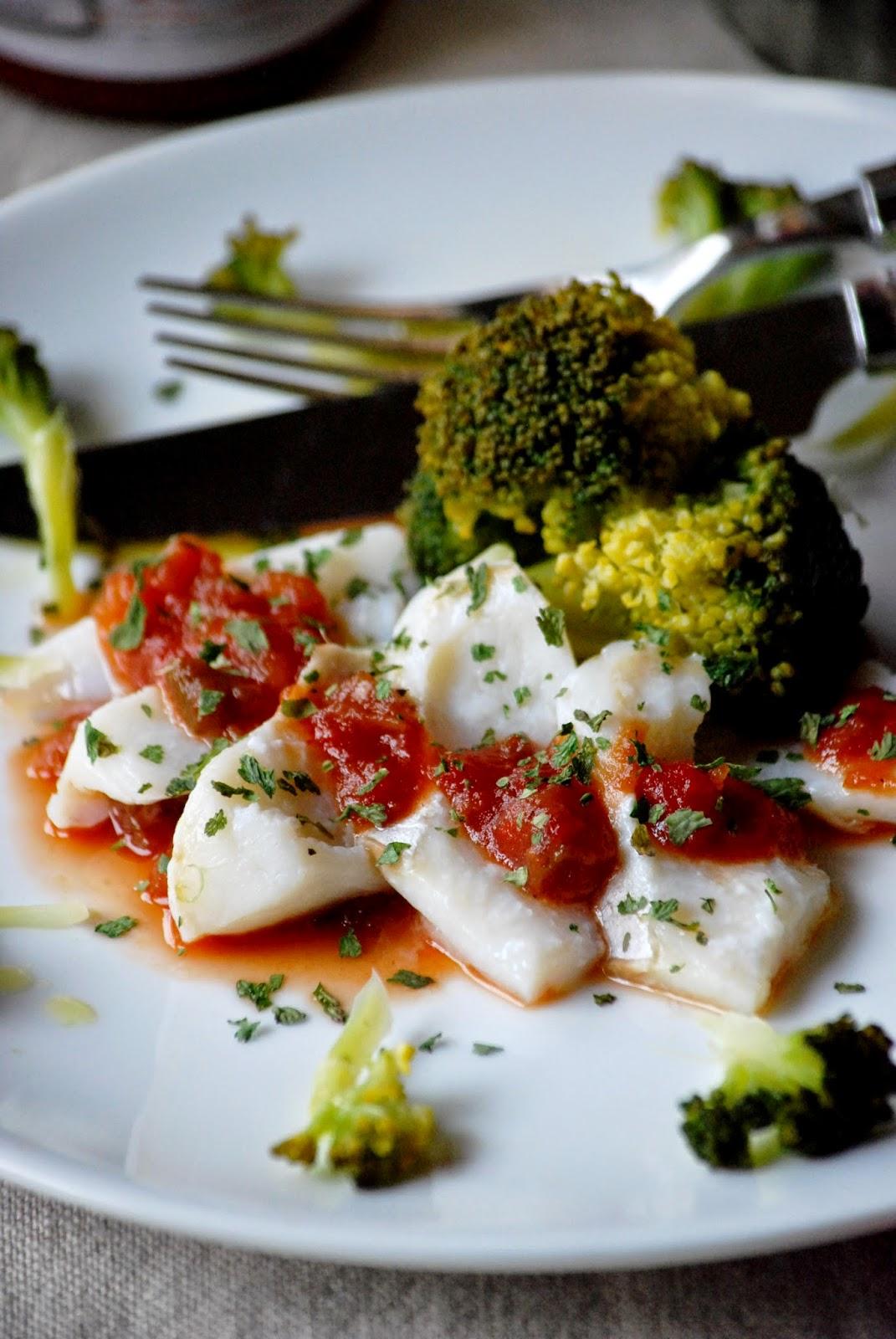 bacalao, chutney de pisto, brócoli