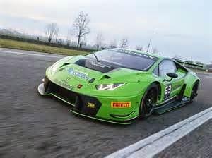 Mobil Lamborghini Huracan GT3 bak monster yang siap jadi raja di jalanan, di manapun ia dikemudi.