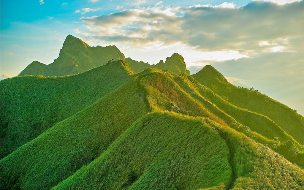 Green-Mountains-in-China-beautiful-nature-images-wallpapers