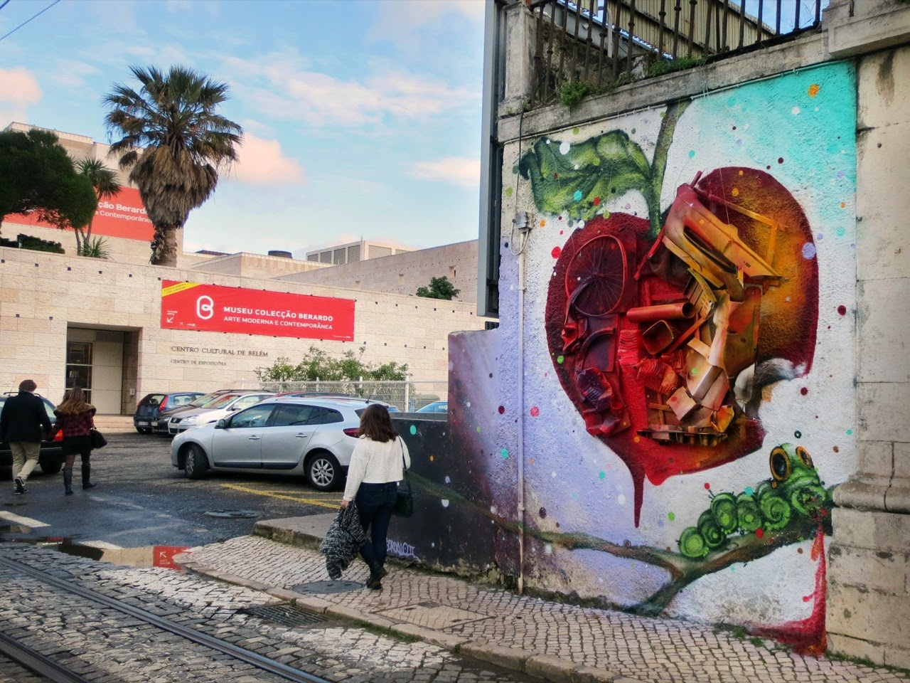 """Trash Apple"" new installation by Portuguese street artist Bordalo II at the centro cultural de Belem in Lisbon. 1"