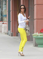 Eva Longoria super hot in yellow pants