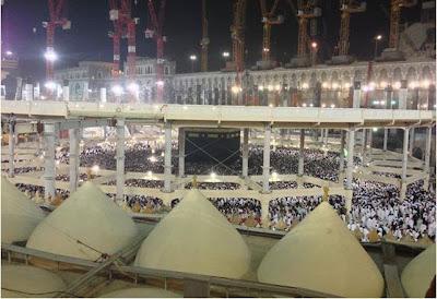 (Foto: Kondisi Masjidil Haram,Mekkah, masih dalam renovasi, pada bulan Juli  2013 lalu)