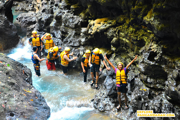 Menyusuri aliran sungai Cijulang dengan Body Rafting