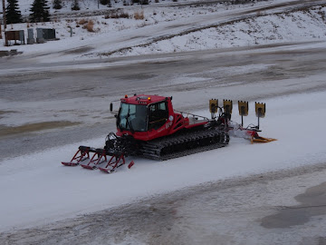 THE NSAA PISTEN BULLY 600 ON THE SNOWMAKING LOOP AT KINCAID
