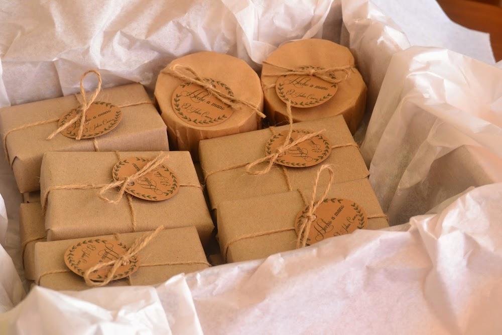 Cajas con jabones naturales