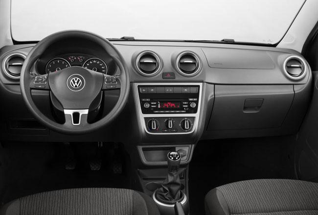 novo Volkswagen Voyage 2014 interior