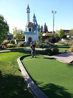 putt n' bounce mini golf