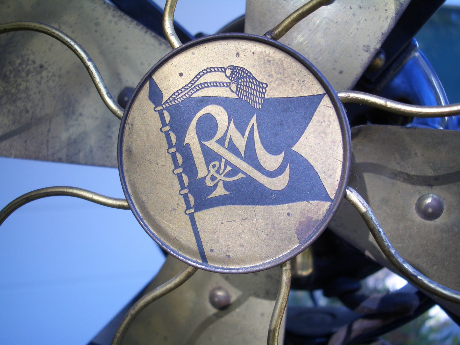 early electric fans robbins myers list desk fans  robbins myers motor tags from the 1911 1917 era have little information on them the list no the first two digits are the model number and the