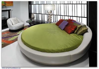 Кровать модели Streamlined Round Trip от фабрики Ipe Cavalli (дизайн Lazzeroni Roberto)
