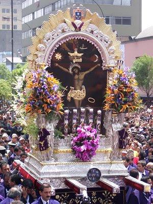 Procesión del Señor de los Milagros en Lima - Perú