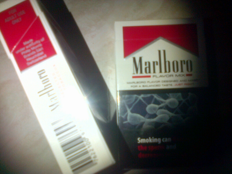 Cigarettes Marlboro but