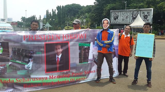 Presiden Jokowi diminta berhenti membeli burung illegal