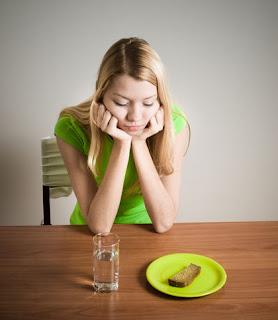 revolusiilmiah.com - Wanita sering mengalami Anorexia Nervosa