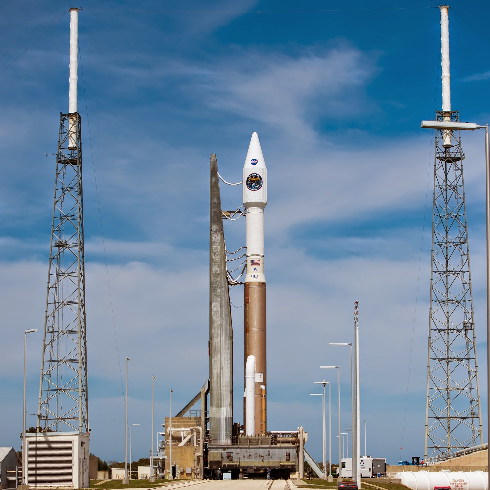 the complicated process of launching rockets Whether one is trying to fly a small model rocket or launching a  sending a rocket into space is significantly more complicated that  how do rockets work.