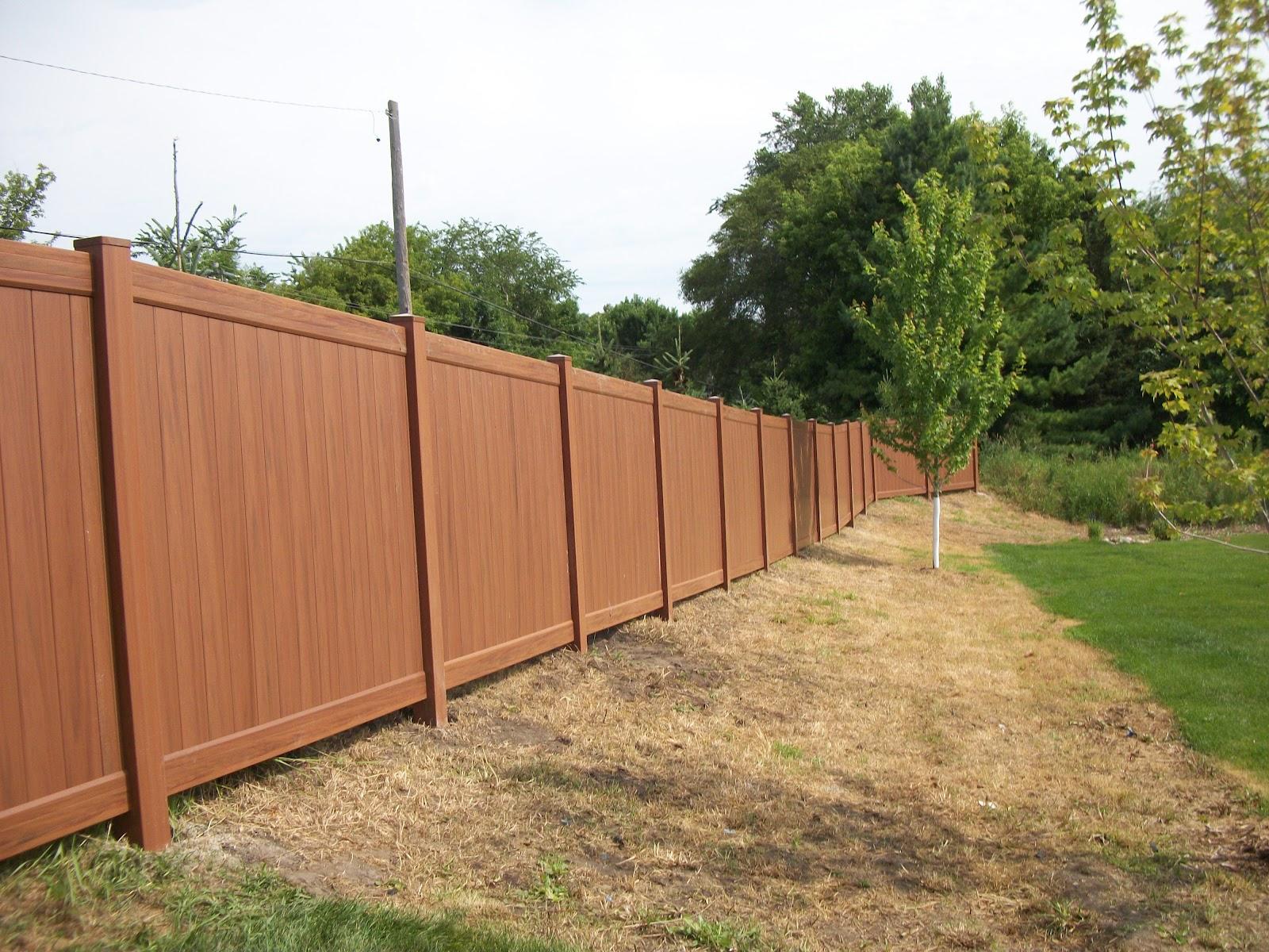 Wood grain vinyl fences chanhassen mn wood grain vinyl for Privacy fences