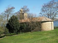 Detall de la façana de migdia de l'ermita de La Damunt